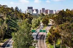 Route 163 van de staat en San Van de binnenstad Diego Skyline Royalty-vrije Stock Foto's