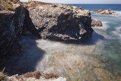 Route van de Vissers, die in het zuidwesten van Portugal, met zijn rotsvormingen en kristallijne overzees wordt gevestigd royalty-vrije stock afbeeldingen