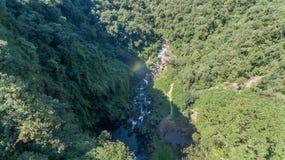 Route van de watervallen met 14 watervallen in corupa één van de laatste gebieden van het Atlantische bos in Brazilië stock foto's