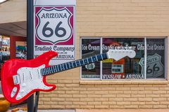 Route 66 van vensterarizona gitaar royalty-vrije stock fotografie