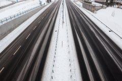 Route vide à l'hiver Images stock
