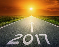 Route vide à 2017 prochain au coucher du soleil Photographie stock libre de droits