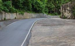 Route vide avec l'arbre Image stock