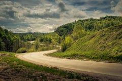 Route vide dans les montagnes Photographie stock libre de droits