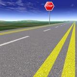 Route vide par des champs avec le ciel bleu Photo libre de droits