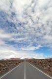 Route vide par Montanas del Fuego Photographie stock libre de droits