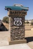 Route 66 -Zeichen an Barstow-Station Kalifornien stockbilder