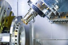 Router del CNC y metal de torneado con una herramienta de corte y la herramienta del centro El concepto de proceso de alta tecnol fotos de archivo libres de regalías