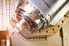 Router del CNC y metal de torneado con una herramienta de corte y la herramienta del centro El concepto de proceso de alta tecnol imagen de archivo