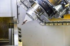 Router del CNC y metal de torneado con una herramienta de corte y la herramienta del centro El concepto de proceso de alta tecnol foto de archivo libre de regalías