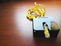 Router del Wi-Fi en la tabla Fotografía de archivo libre de regalías