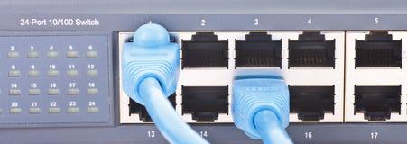 Router della rete con i cavi di Ethernet Fotografia Stock Libera da Diritti