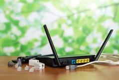 Routera panel dla związku, włączników i adaptatorów, kabel na zielonym tle obrazy royalty free