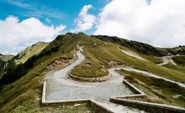 Routes dans les montagnes photo stock