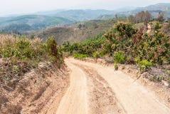 Routes dans les zones rurales de pays en développement photographie stock