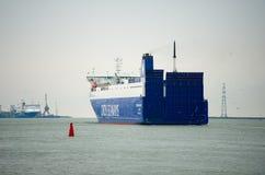 ROUTES de COURONNE de bateau de DFDS dans le port de Klaipeda Image libre de droits