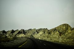Routes faites par les montagnes ! Photos libres de droits