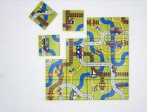 Routes sans fin labyrinthe D'isolement sur le blanc photo stock