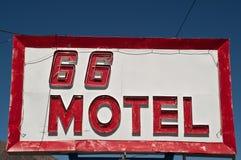routetecken för 66 motell Royaltyfri Fotografi