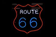 routetecken för 66 neon Royaltyfria Bilder