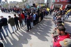Rouw tijdens zijn begrafenisceremonie in Rafah, in zuidelijk van Gazastrook stock afbeelding