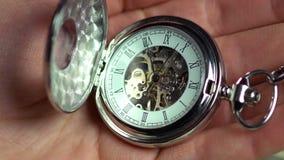 Rova i den manliga handen, minuter av människoliv, historia övergående tid lager videofilmer