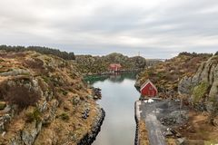 Rovaer在海于格松,挪威- januray 11日2018年:Rovaer群岛在海于格松,挪威的西海岸的 免版税库存照片