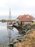 Rovaer в Haugesund, Норвегии - januray 11, 2018: Архипелаг Rovaer в Haugesund, в норвежских шлюпках западного побережья Стоковое Фото