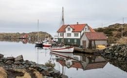 Rovaer в Haugesund, Норвегии - januray 11, 2018: Архипелаг Rovaer в Haugesund, в норвежских шлюпках западного побережья Стоковое Изображение RF