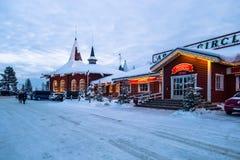 Rovaniemi - 16-ое декабря 2017: Деревня Санта Клауса Rovaniemi, стоковое изображение