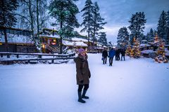 Rovaniemi - 16-ое декабря 2017: Деревня Санта Клауса Rovaniemi, стоковые фото