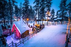 Rovaniemi - 16-ое декабря 2017: Деревня Санта Клауса Rovaniemi, стоковое фото