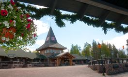 Rovaniemi, região de Lapland, Finlandia Santa Claus Village é um parque de diversões no verão imagens de stock