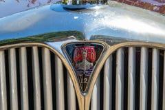 Rover 12 emblem och galler royaltyfri foto