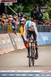 Rovereto Italien Maj 22, 2018: Yrkesmässig cyklist på mållinjen av tidförsöketappen från Trento till Rovereto arkivbilder
