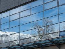 Rovereto miasta góra i okno Fotografia Royalty Free