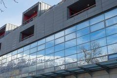 Rovereto miasta góra i okno Fotografia Stock