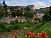 Rovereto-rivier Teno en kasteel Stock Fotografie