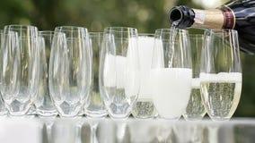 Rovesciamento del champagne stock footage