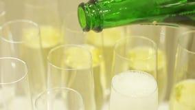 Rovesciamento del champagne video d archivio
