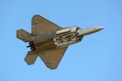 Rovfågel F-22 på den stora New England flygshowen Fotografering för Bildbyråer