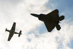 Rovfågel F-22 på den stora New England flygshowen Arkivfoton