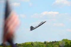 Rovfågel F-22 på den stora New England flygshowen Royaltyfri Foto