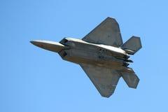 Rovfågel F-22 på den stora New England flygshowen Royaltyfri Fotografi