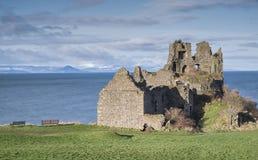 Rovina antica del castello di Dunure in ayrshire del sud Fotografie Stock