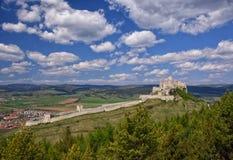 Rovina antica del castello di Spis, Slovacchia al giorno soleggiato di estate Fotografia Stock