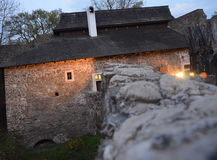 Rovina del castello alla notte Fotografie Stock
