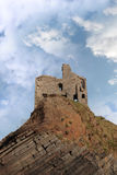 Rovina del castello di Ballybunion su un'alta scogliera stratificata Fotografia Stock Libera da Diritti