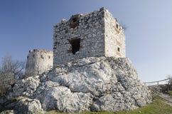 Rovina del castello medievale di Devicky, repubblica Ceca Fotografie Stock Libere da Diritti