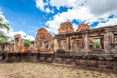 Rovina religiosa di Prasat Hin Mueang Tam Hindu situata in Buri Ram Province Thailand fotografie stock libere da diritti